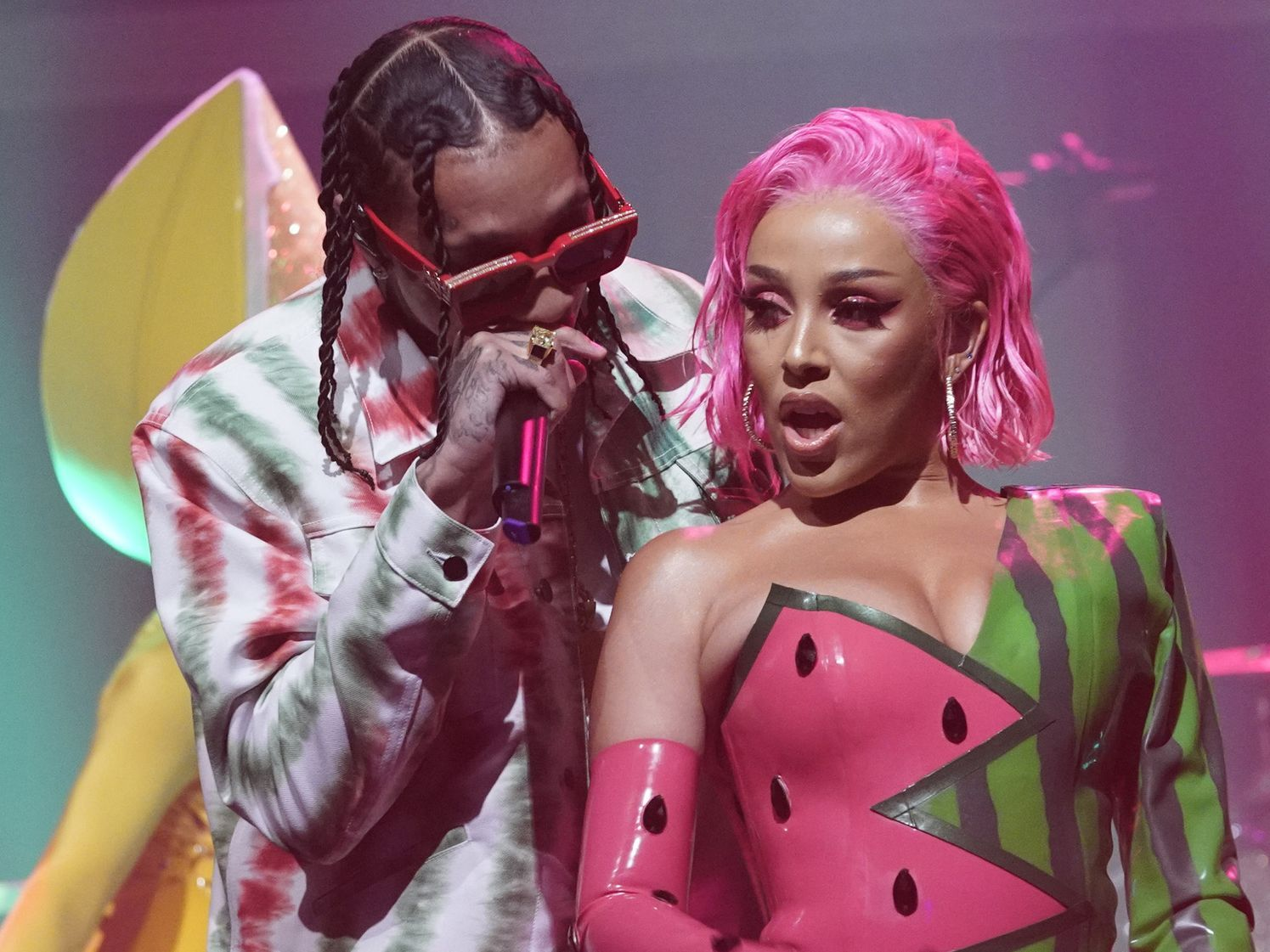 Doja Cat And Tyga Are Nature S Candy In Fruity New Seth Meyers Performance Mtv