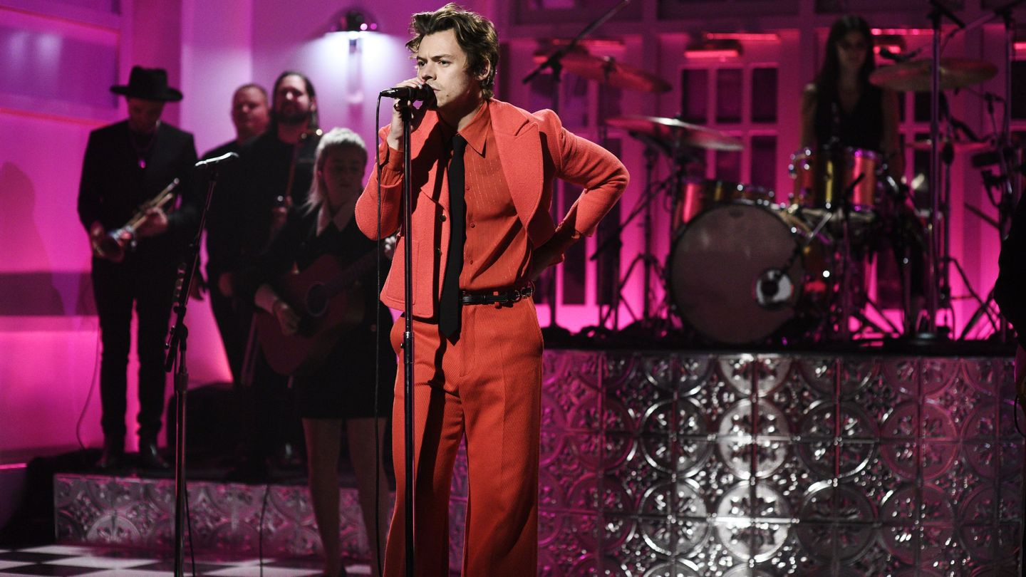 harry styles cosplayed as fresh fruit in funktastic watermelon sugar debut on snl mtv harry styles cosplayed as fresh fruit