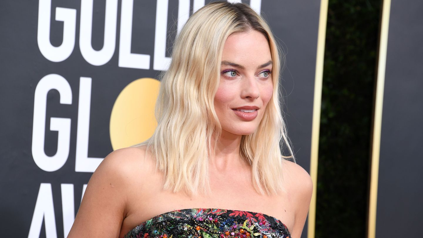 Margot Robbie Made A 225-Hour Bustier Look Totally Effortless