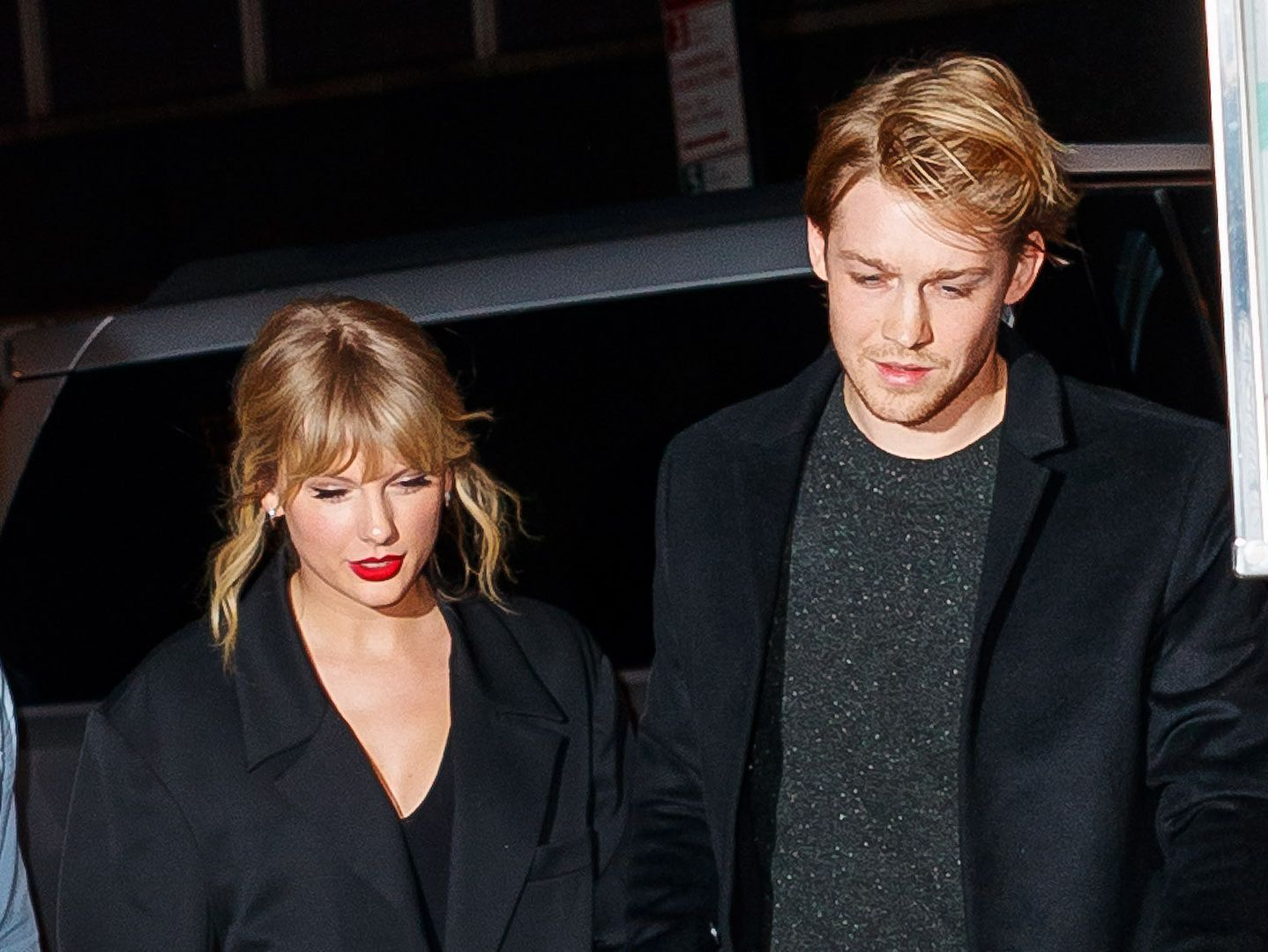 Taylor Swift And Joe Alwyn Enjoy A Very Public Date At The Golden Globes Mtv