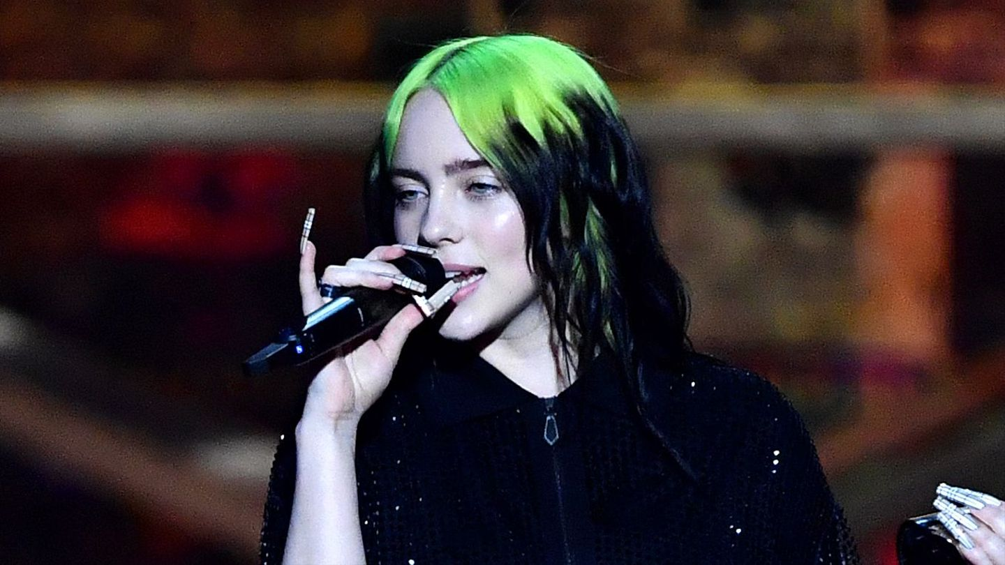 Billie Eilish Demolished That High Note While Singing 'No Time To Die' At The BRITs