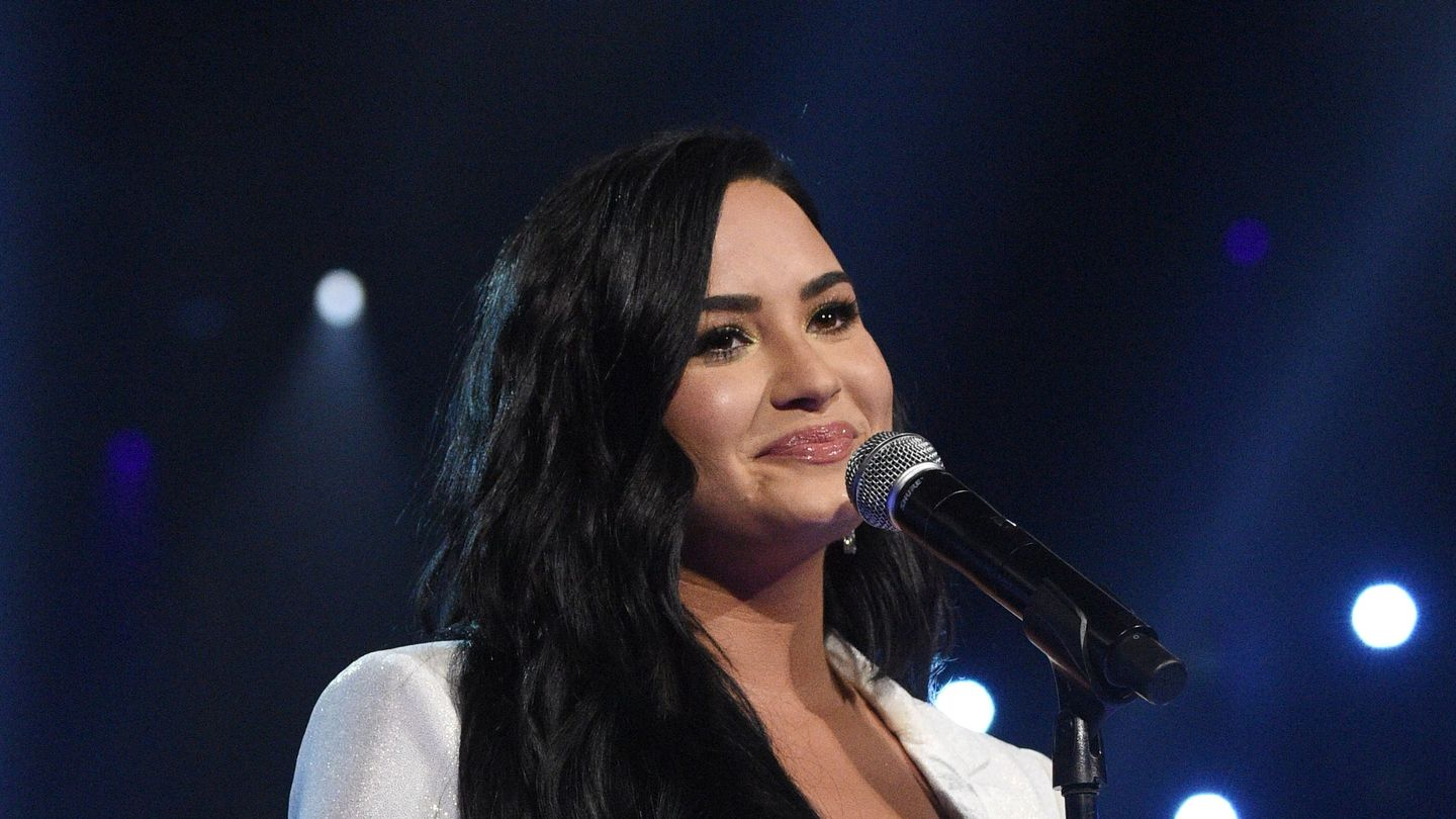 Demi Lovato Is Engaged! Read Her Sweet Note To New Fiancé Max Ehrich