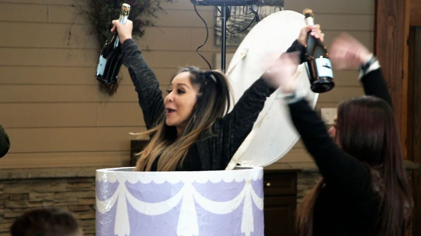 Surprise! Snooki Just Popped Out Of JWOWW's Bday Cake On Jersey Shore thumbnail