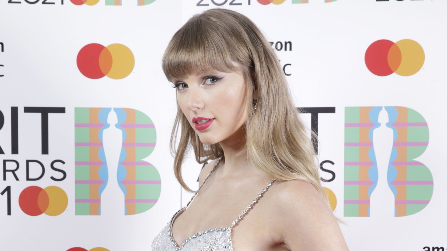 Taylor Swift Has A 'Ruthless Game' And Fans Are Stressed To Solve It thumbnail