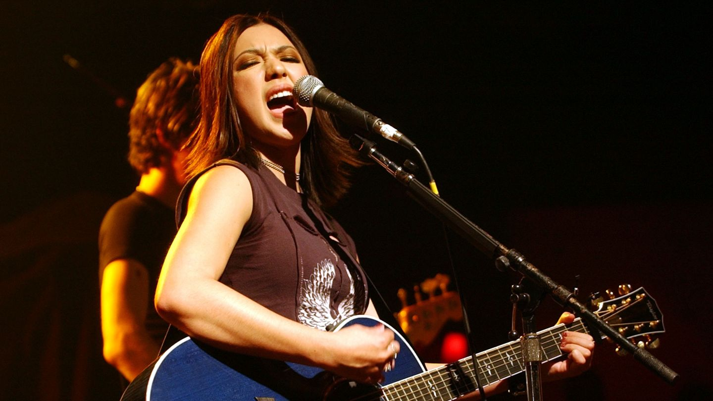 Michelle Branch Is Back In The Spirit Room, 20 Years Later thumbnail