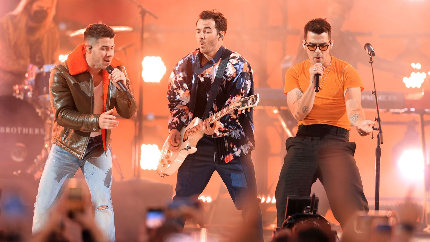 Jonas Brothers Want You To 'Remember This' Tokyo Olympics Closing Ceremony thumbnail