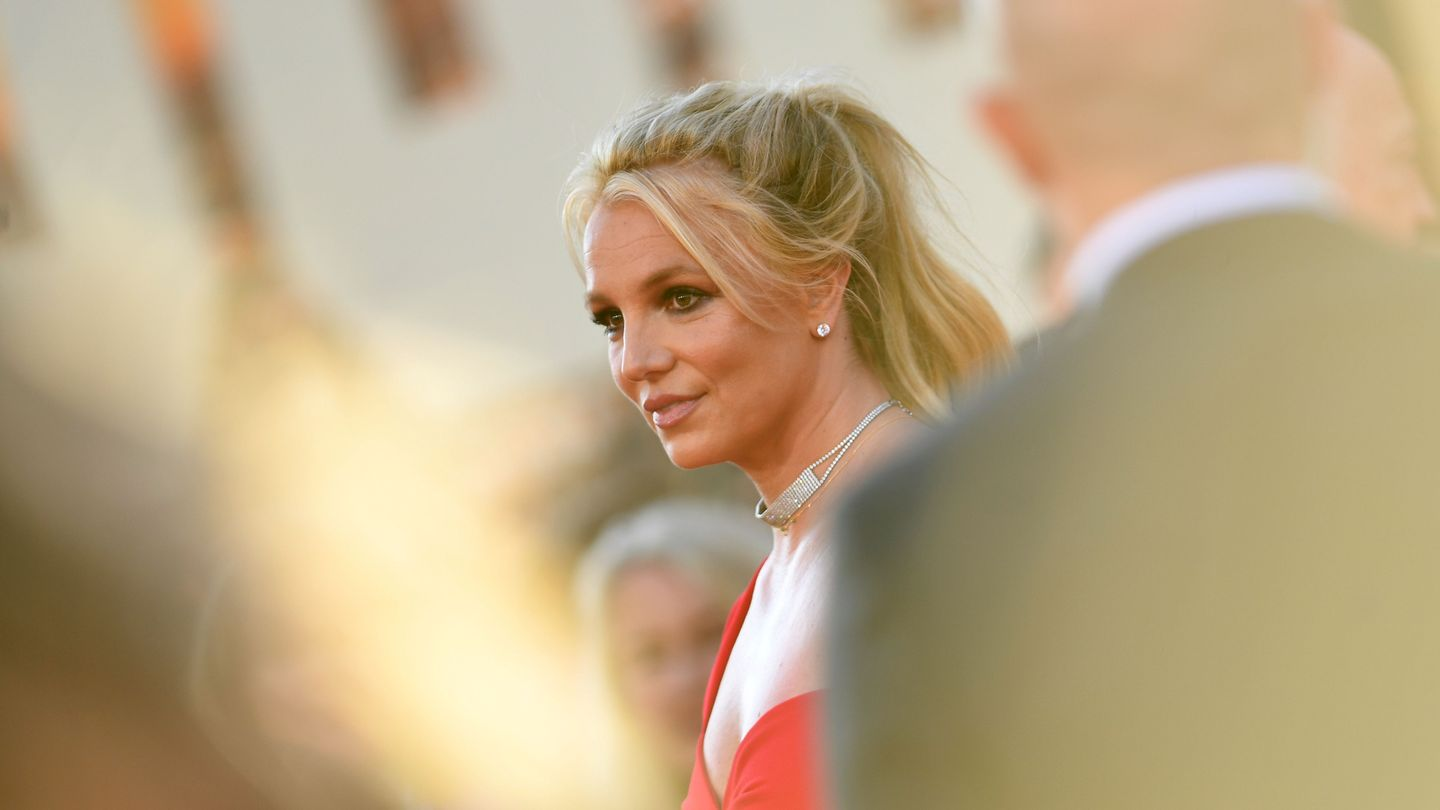 Britney Spears's Father Says He'll Step Down From Conservatorship, But Not Immediately thumbnail