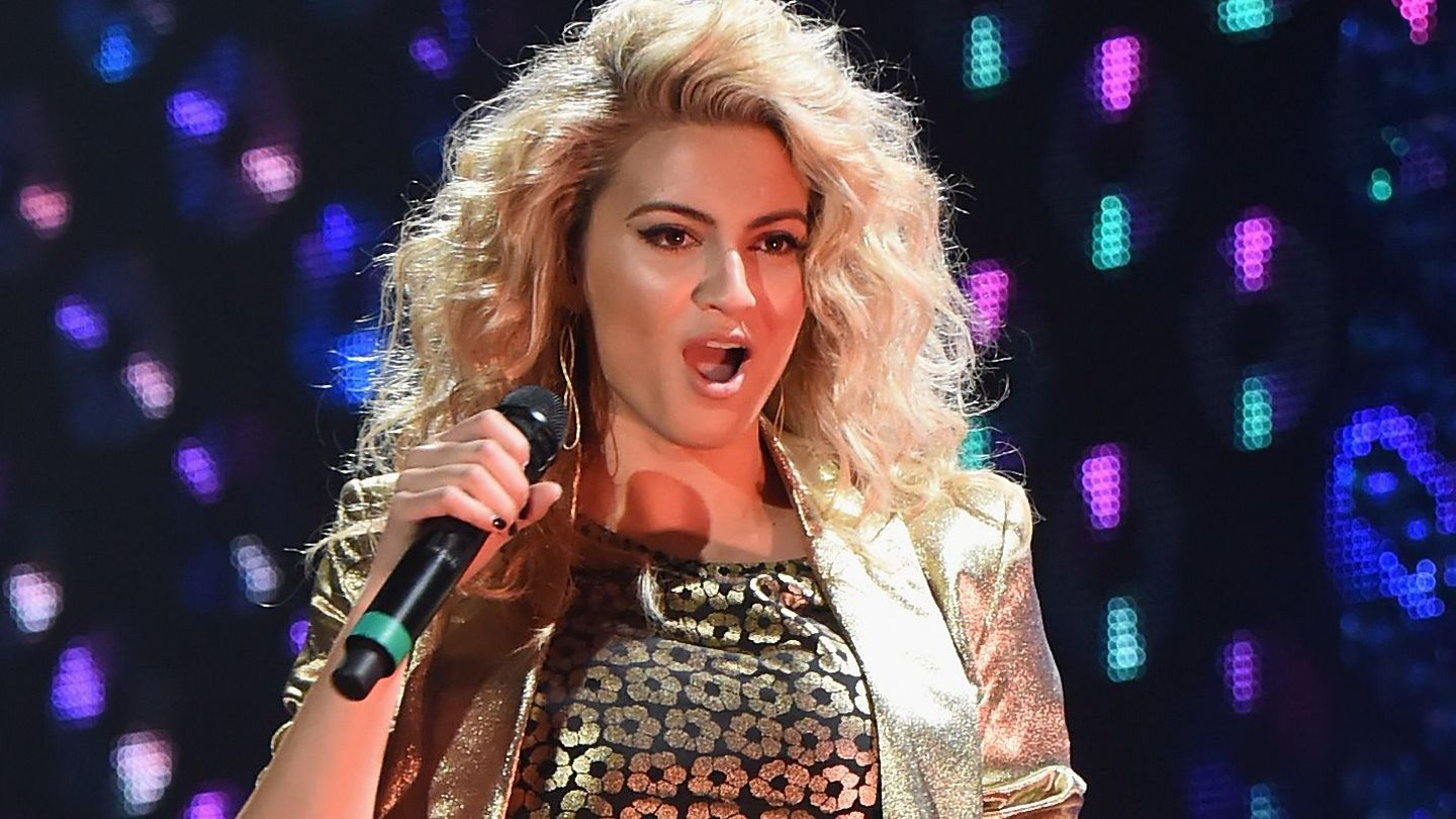Tori Kelly Mashed Up TLC, Fugees And Mary J. Blige, And I'm Pinching Myself