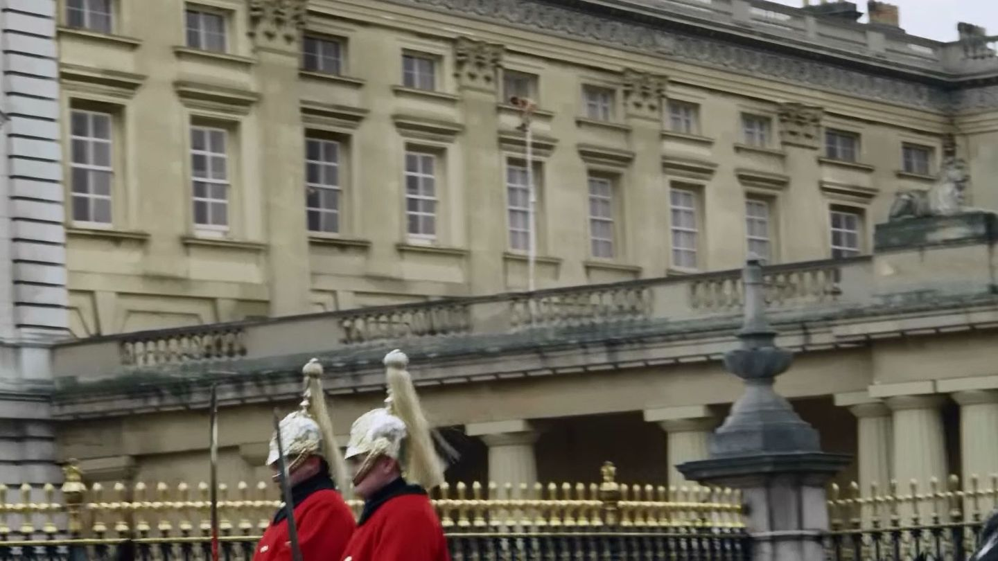 Hoaxer posts video of naked man escaping Buckingham