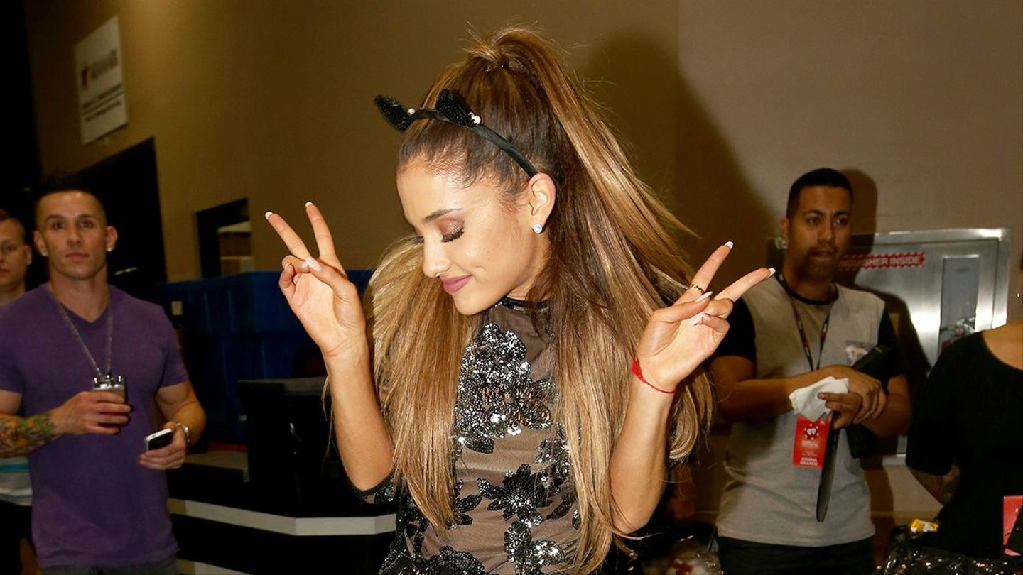 Here Are 2 Extremely Easy Ariana Grande Halloween Costume Ideas