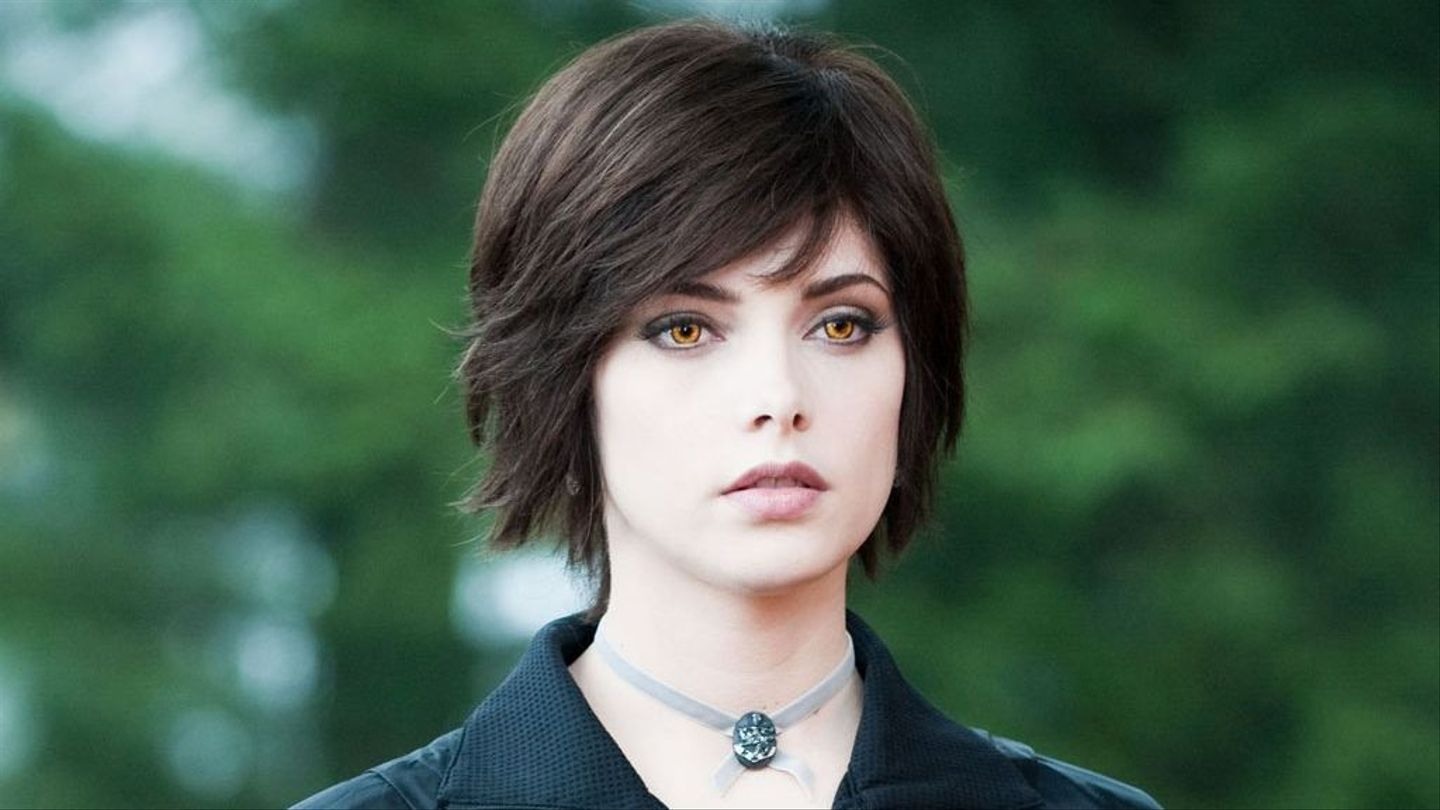 ashley greene it s someone else s turn to play alice in twilight