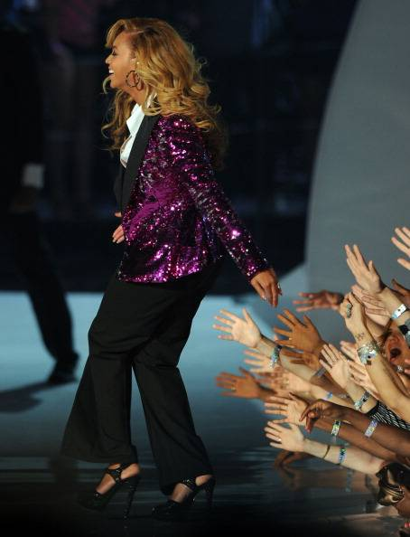 Fans go wild as beyonce takes the stage