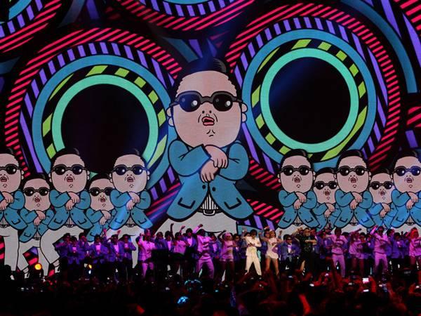 PSY Performs @ The '2012 MTV EMA' in Frankfurt!