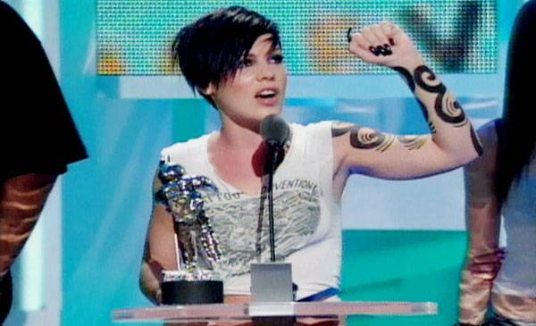 """2002 - Pink is """"too drunk"""" to give an acceptance speech for Best Dance Video-winning song """"Get The Party Started."""""""