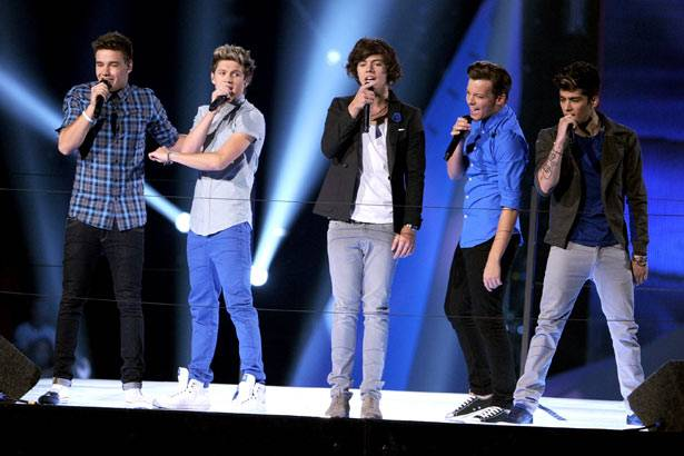 One Direction perform 'One Thing' @ the '2012 MTV VMAs'!