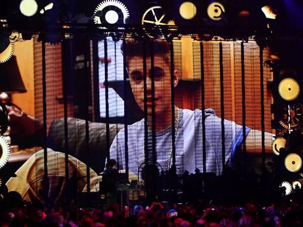 Justin Bieber wins 'Best World Stage' @ The '2012 MTV EMA' in Frankfurt!