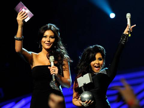 JWOWW and Snooki announce the winner of 'Best Live' act!