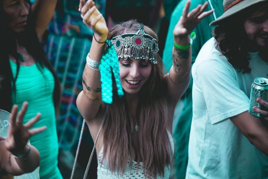 lost_paradise_dancing_girl.jpg