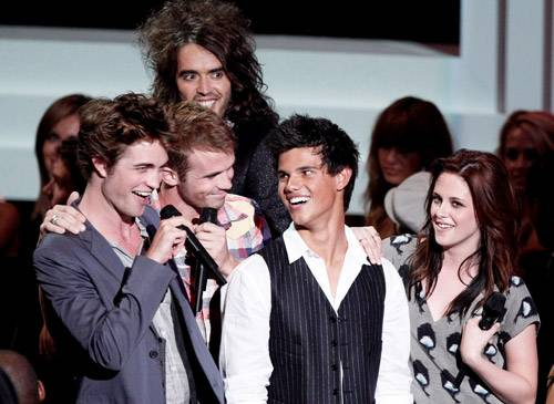 2008 - 2008 MTV Video Music Awards host Russell Brand finds himself drawn to the mysterious young stars of the upcoming 'Twilight' film.