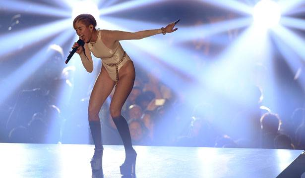 Miley Cyrus EMA 2013