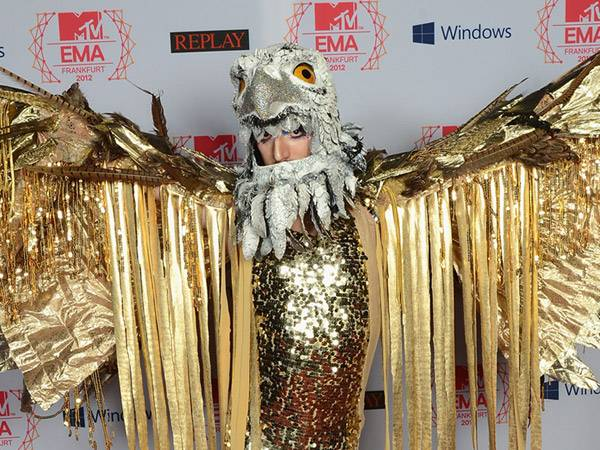 Show Performer @ the '2012 MTV EMA' Red Carpet