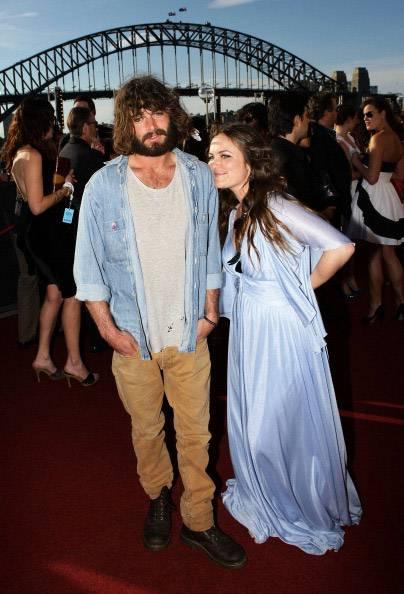 mgid:file:gsp:scenic:/international/mtv.com.au/Music_Entertainment/Aria-Awards-2010-Angus-and-Julia-Stone.jpg