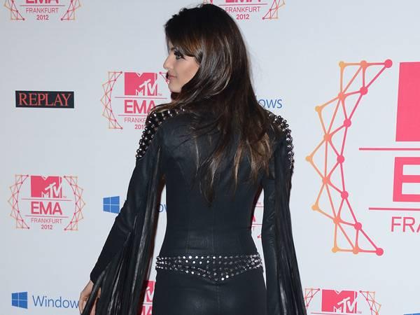 Isabeli Fontana @ the '2012 MTV EMA' Red Carpet