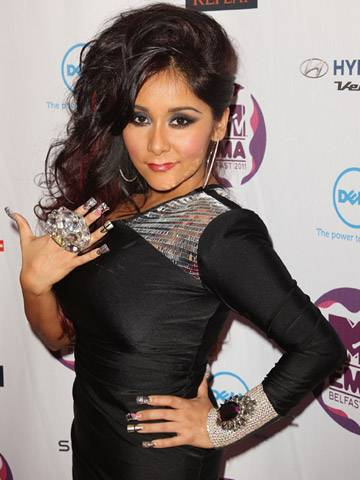 Snooki shows off her bling at 2011 MTV EMA!