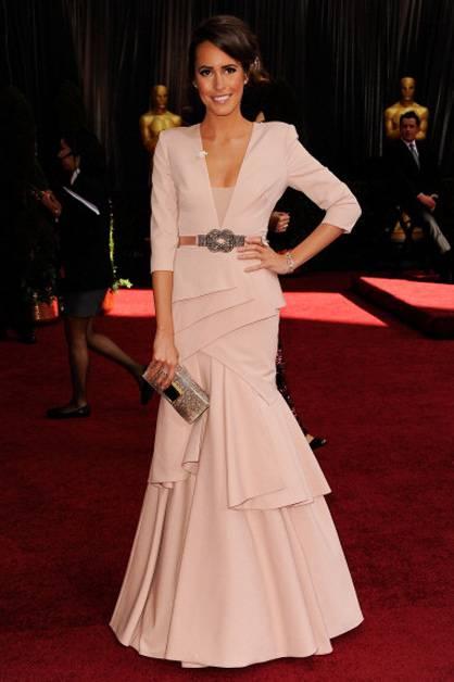'Plain Jane' host Louise Roe arrives at the 2012 Oscars.