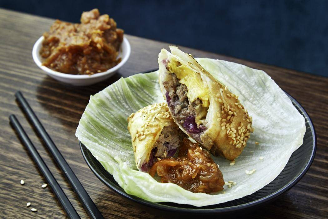 china_diner_-_cheeseburger_spring_roll_-_sydney_.jpg
