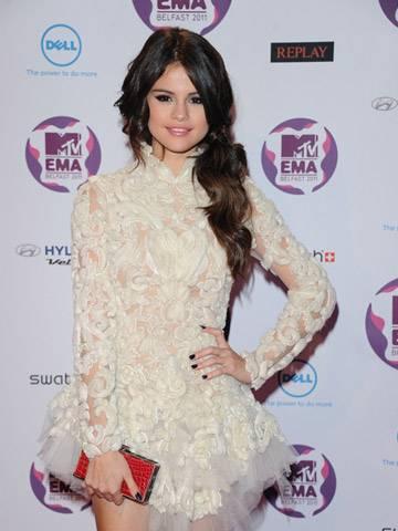 2011 MTV EMA Host Selena Gomez!