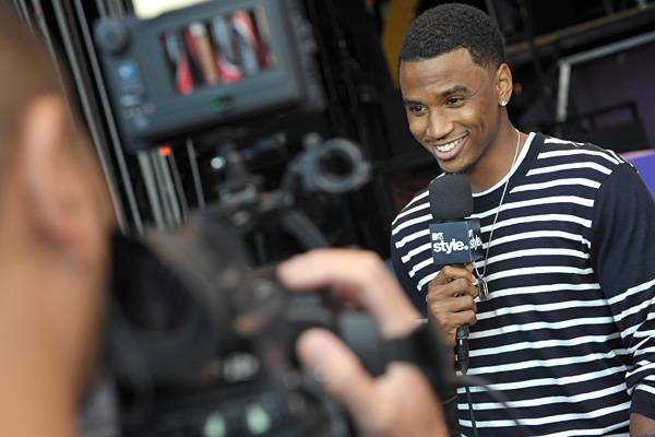 Trey Songz is interviewed behind the scenes at the 2011 MTV Movie Awards.