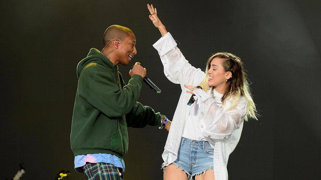 6_040617_one_love_manchester_performers_gallery_pharrell_and_miley.jpg