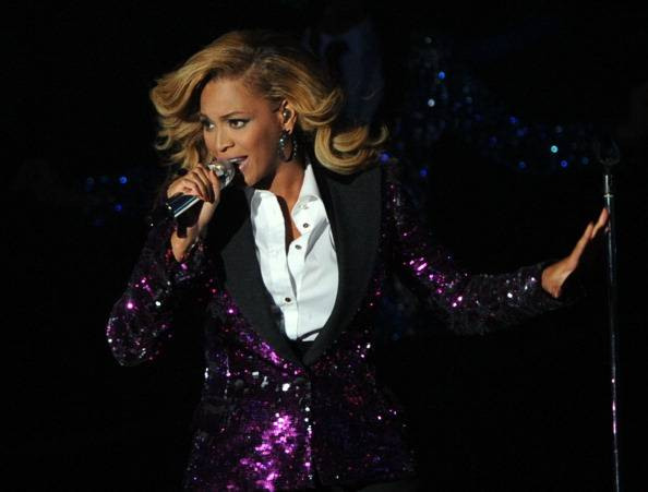 Beyonce belts out an incredible performance...