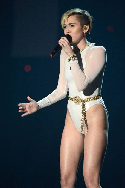 Miley Cyrus - EMA 2013 Wrecking Ball