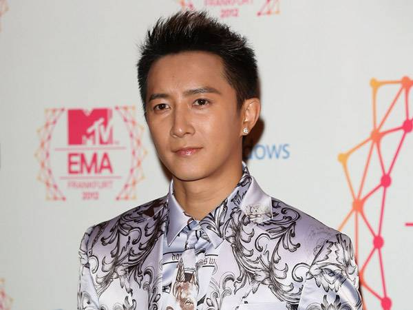 Han Geng @ the '2012 MTV EMA' Red Carpet