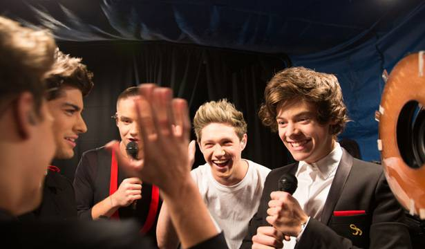 One Direction - Preshow High-Fives