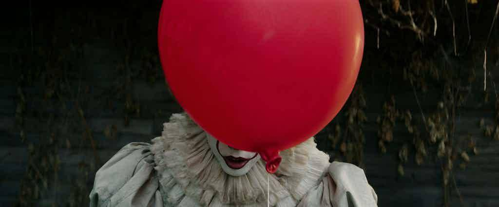 it-2017-movie-pennywise-red-balloon.jpg