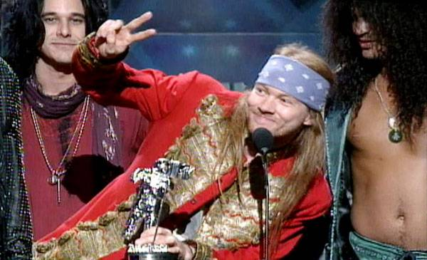 1992 - Axl Rose greets the audience as he, Slash and the rest of Guns N' Roses receive the Michael Jackson Video Vanguard Moonman.