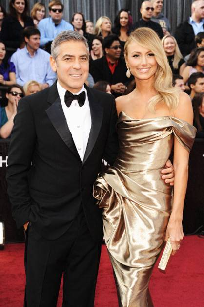 George Clooney and Stacy Keibler arrive at the 2012 Oscars.