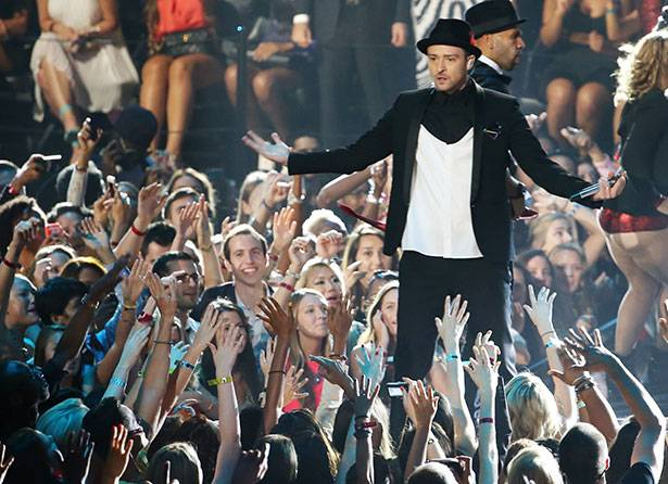 Justin Timberlake performs @ the 2013 MTV Video Music Awards in Brooklyn!
