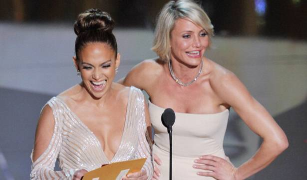 Jennifer Lopez and Cameron Diaz on stage at the 2012 Oscars.