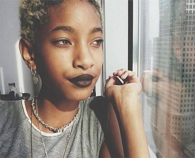 willow-smith-dark-lipstick-window-instagram-main.jpg
