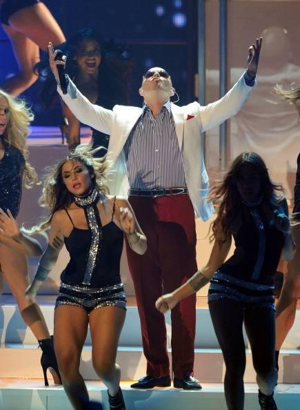 Pitbull performs at the 2011 VMAs..