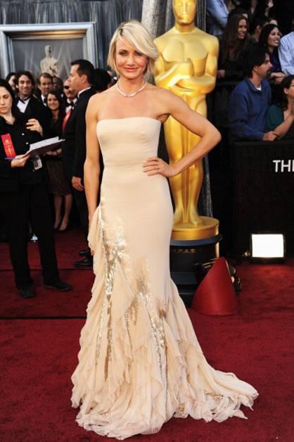 Cameron Diaz arrives at the 2012 Oscars.