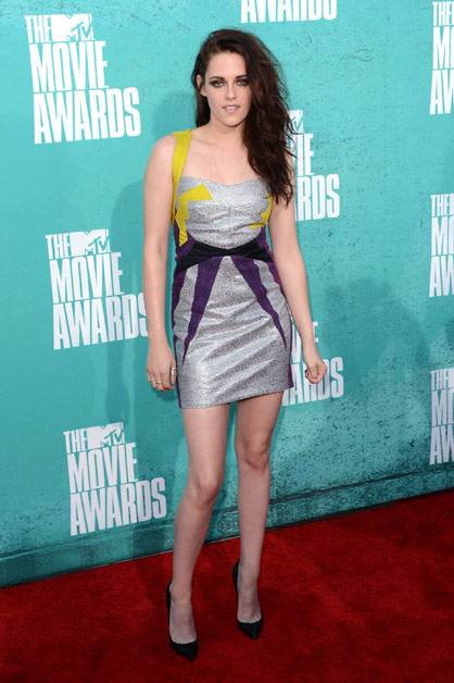Kristen Stewart poses on the red carpet at the 2012 MTV Movie Awards.