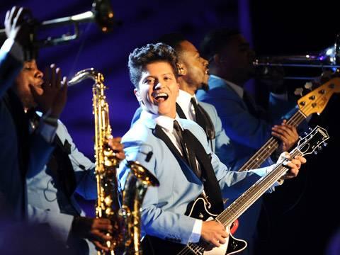 Bruno Mars and band perform live at the 2011 MTV EMA!