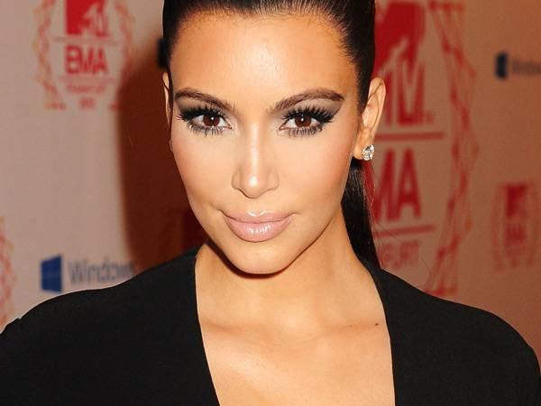 Kim Kardashian @ the '2012 MTV EMA' Red Carpet
