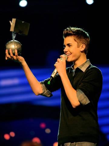 Justin Bieber wins the 'Best Male' award!