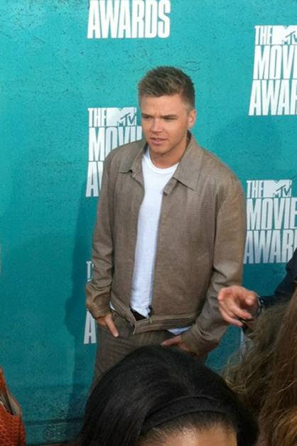 MTV: #MovieAwards Red Carpet: At this moment, we're definitely #TeamJake.